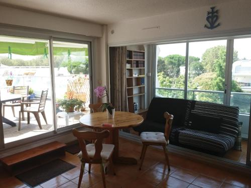 Appt terrasse 47m2/piscine/garage : Apartment near Candillargues