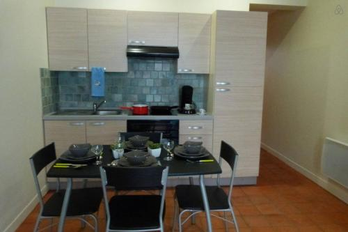 Appartement centre de Carcassonne : Apartment near Lavalette