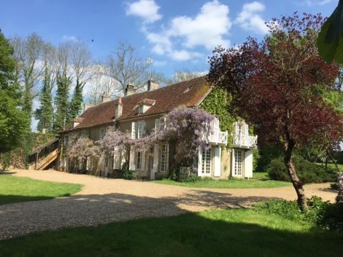 Domaine de Guichy : Guest accommodation near Saint-Laurent-l'Abbaye