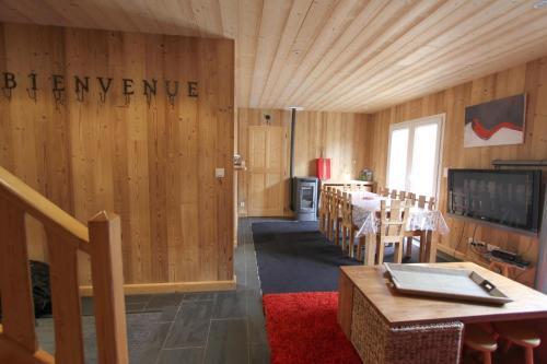 Chalet Barcelonnette : Guest accommodation near Saint-Pons