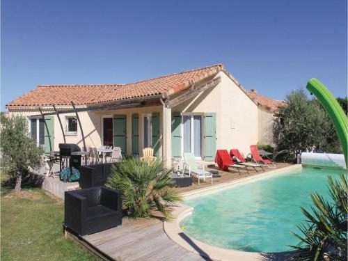 Three-Bedroom Holiday Home in Pierrelatte : Guest accommodation near Pierrelatte