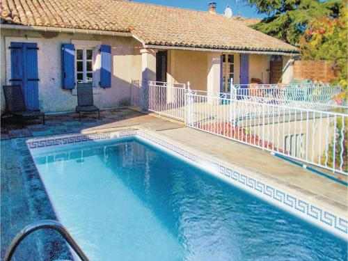 Three-Bedroom Holiday Home in Robion : Guest accommodation near Robion