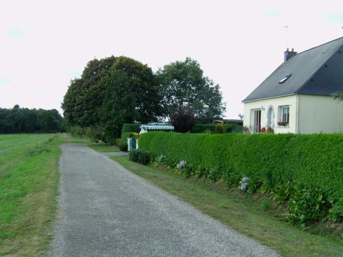 Les Grillettes : Bed and Breakfast near Beignon