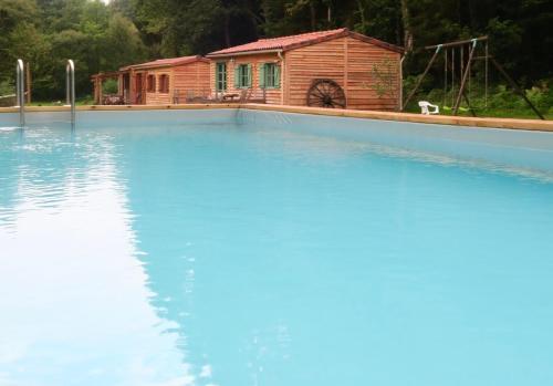 La Ferme du Lac : Guest accommodation near Oradour-sur-Vayres