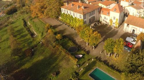 Manoir d'Aubeterre : Guest accommodation near Mozac