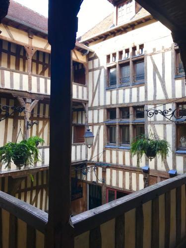 LE MORTIER D'OR / GITE HYPERCENTRE : Apartment near Troyes