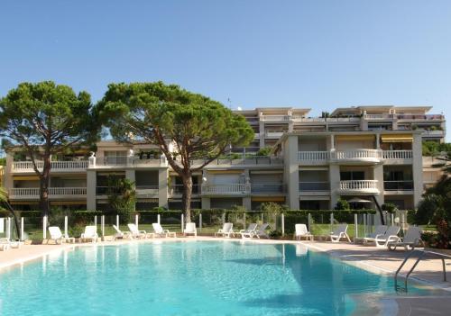 HOTEL SAINT-LAURENT-DU-VAR : Hotels near Saint-Laurent-du-Var 06700 ...