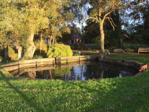 Le moulin de HOUBRONNE : Guest accommodation near Courset