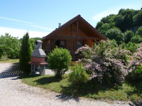 Chalets les Silènes : Guest accommodation near Perrigny