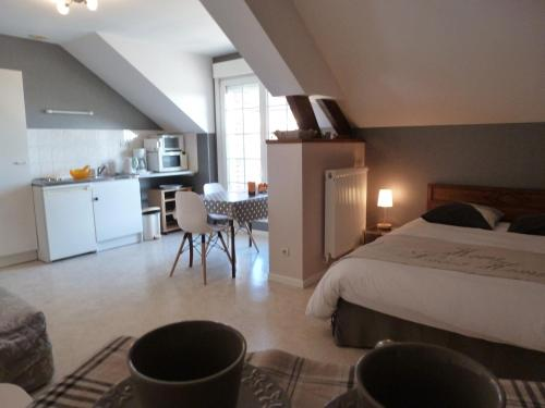 Studio Ferme de Bonavis : Bed and Breakfast near Bantouzelle