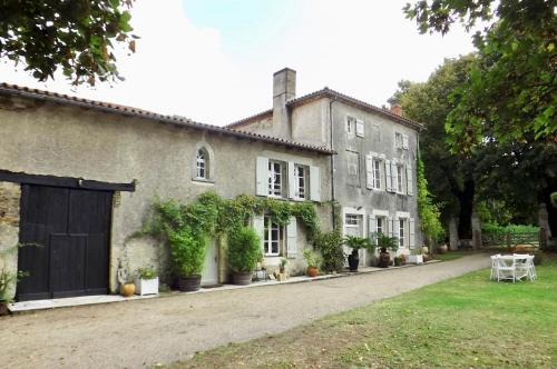 Limetree House : Bed and Breakfast near Lésignac-Durand
