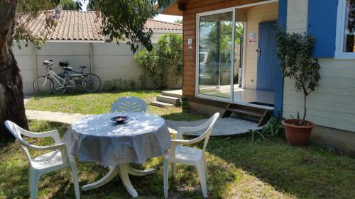 Maison en bois près d'Arcachon : Guest accommodation near La Teste-de-Buch