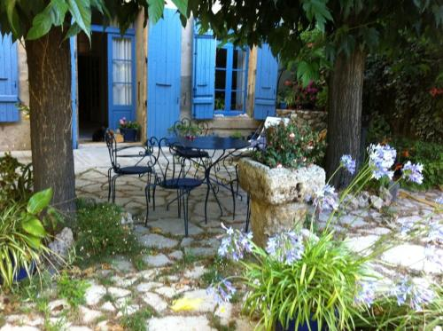 Aux Pots Bleus : Bed and Breakfast near Colombiers