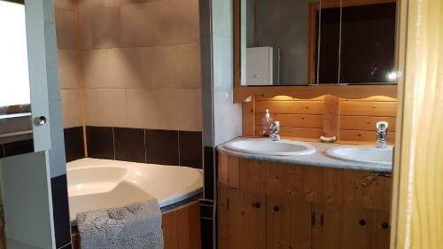 La fontaine : Guest accommodation near Perrigny