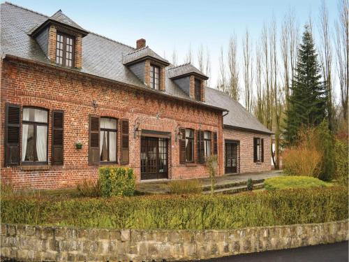 Four-Bedroom Holiday Home in La Neuville L. Dorengt : Guest accommodation near Flavigny-le-Grand-et-Beaurain