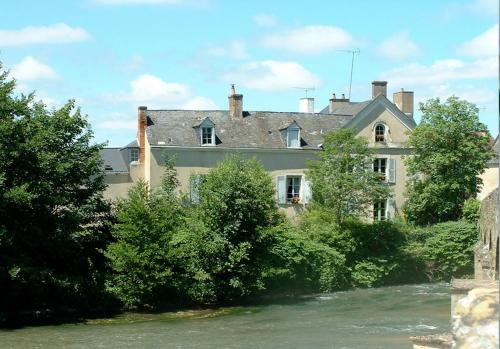 Chambres d'hôtes Le Pont Romain : Bed and Breakfast near Mézières-sur-Ponthouin
