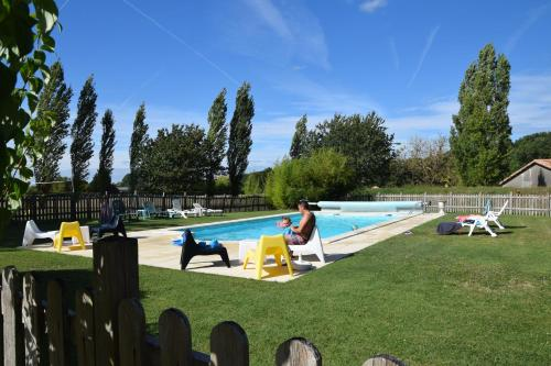 Au Domaine Bardon : Guest accommodation near Montguyon