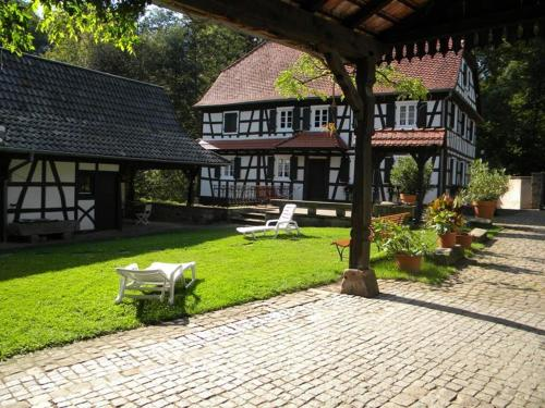 Ferme Auberge du Moulin des Sept Fontaines : Bed and Breakfast near Climbach