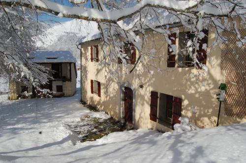 Les Terres Nères : Guest accommodation near Bun