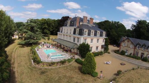 Château Des Arches : Bed and Breakfast near Mézières-sur-Ponthouin