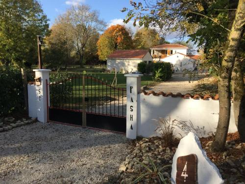 St Pasha : Guest accommodation near Blanzay-sur-Boutonne