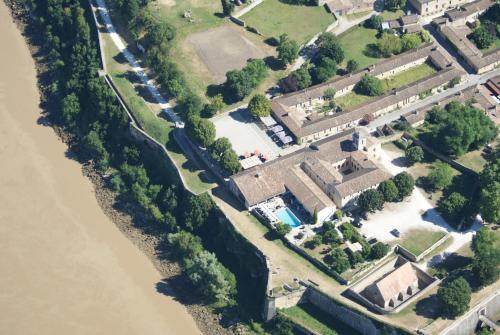 Logis Hôtel La Citadelle : Hotel near Saint-Genès-de-Blaye