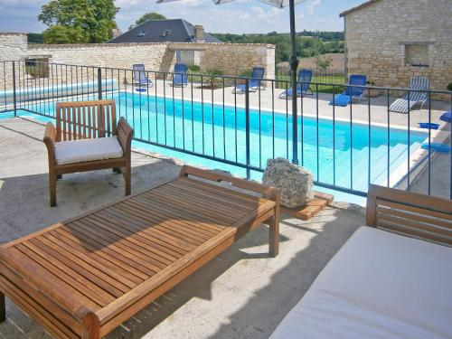 Ferienhaus mit Pool Lalandusse 301S : Guest accommodation near Ferrensac