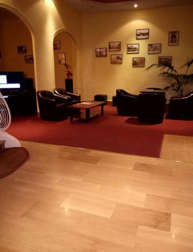 Hotel Moderne : Hotel near Saint-Priest-Bramefant