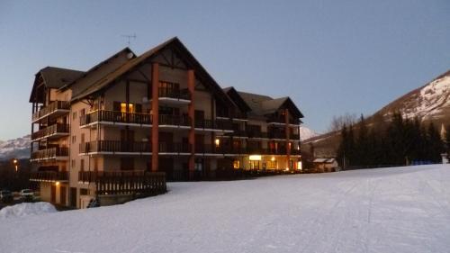 Résidence Les Ecrins : Guest accommodation near La Rochette