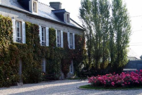 Chambres d'Hôtes Les Chaufourniers : Bed and Breakfast near Bernesq