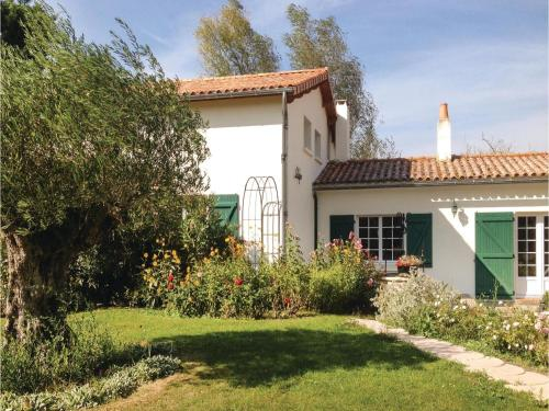 Three-Bedroom Holiday Home in St. Michel en l'Herm : Guest accommodation near Charron
