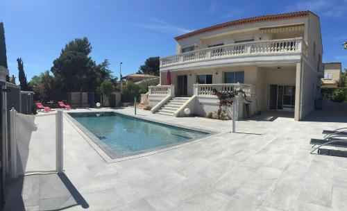 Villa De Prestige : Guest accommodation near Bandol