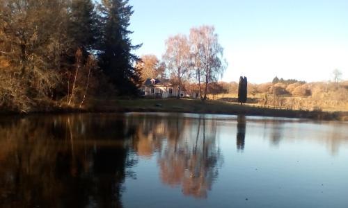 Walnut Tree Lake : Guest accommodation near Saint-Pardoux-Corbier