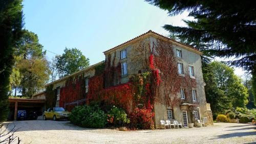 La Ferme de Jeanne : Bed and Breakfast near Saint-Girons