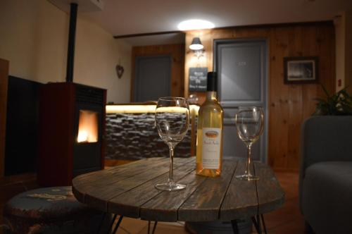Auberge Le Vieux Chaillol : Hotel near Saint-Laurent-du-Cros