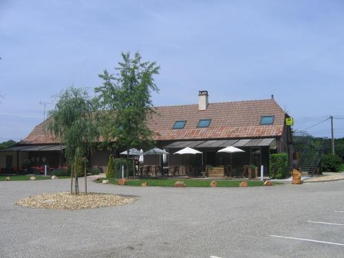 Logis - Hôtel Barbier des Bois : Hotel near Sagy