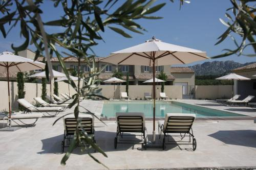 Alpilles Villa Soleil : Guest accommodation near Aureille