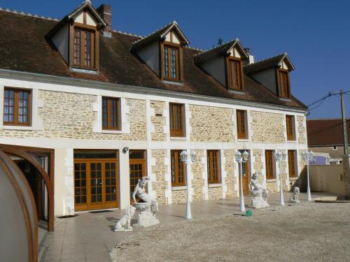Le Manoir des Chapelles : Bed and Breakfast near Champs-sur-Yonne