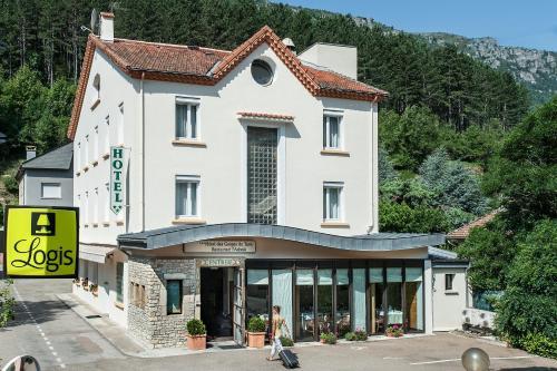 Hotel Des Gorges Du Tarn : Hotel near Saint-Julien-d'Arpaon