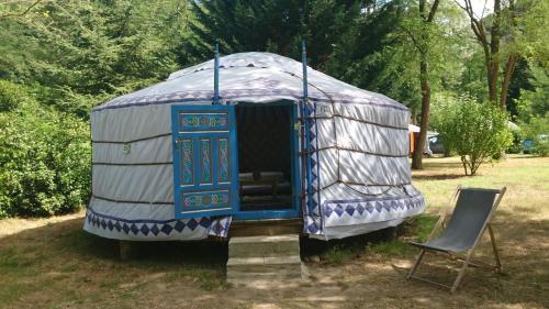 Camping Le Viaduc Ardèche : Guest accommodation near Saint-Félicien
