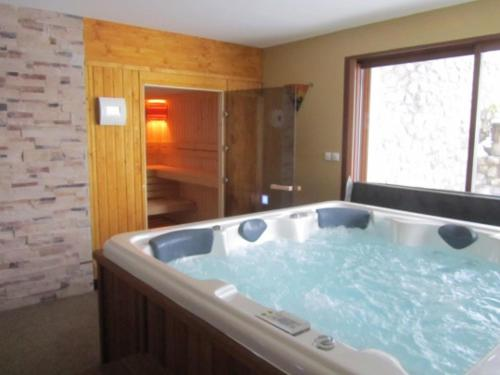 Le Grand Chalet avec SPA et SAUNA : Guest accommodation near Bazus-Aure
