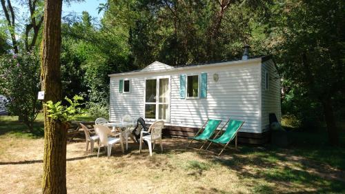 Camping Le Viaduc Ardèche : Guest accommodation near Colombier-le-Vieux