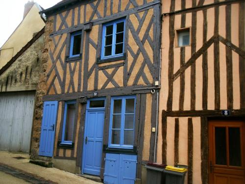 La maison bleue : Apartment near Le Meix-Saint-Epoing