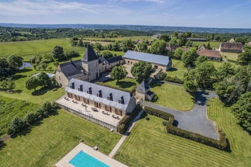 Chateau de Larre : Bed and Breakfast near La Chapelle-Saint-Jean