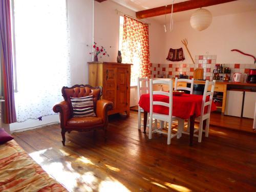 gite t 2 lumineux : Apartment near Lagrasse
