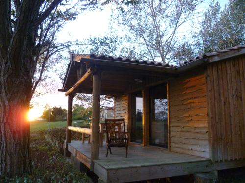 Camping Pré-Fixe : Guest accommodation near Escanecrabe