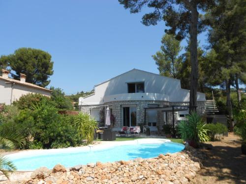 Villa Mont des Oiseaux : Guest accommodation near Carqueiranne