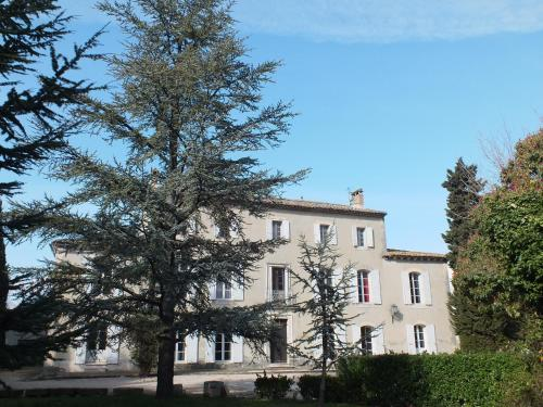 Domaine de Beauchamp : Guest accommodation near Entraigues-sur-la-Sorgue