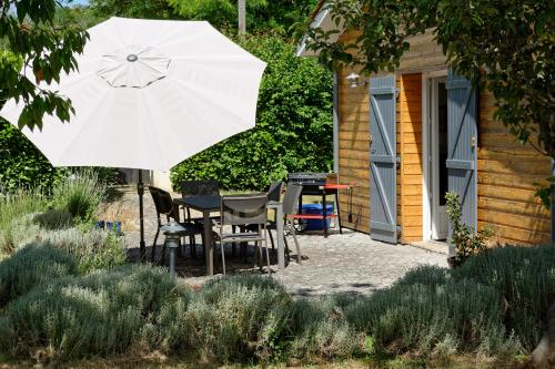 Le chant des oiseaux : Guest accommodation near Louchats