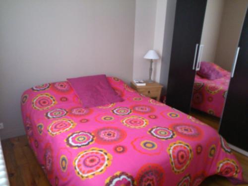 Chambre chez l'habitant proche vieille ville : Bed and Breakfast near Coulans-sur-Gée
